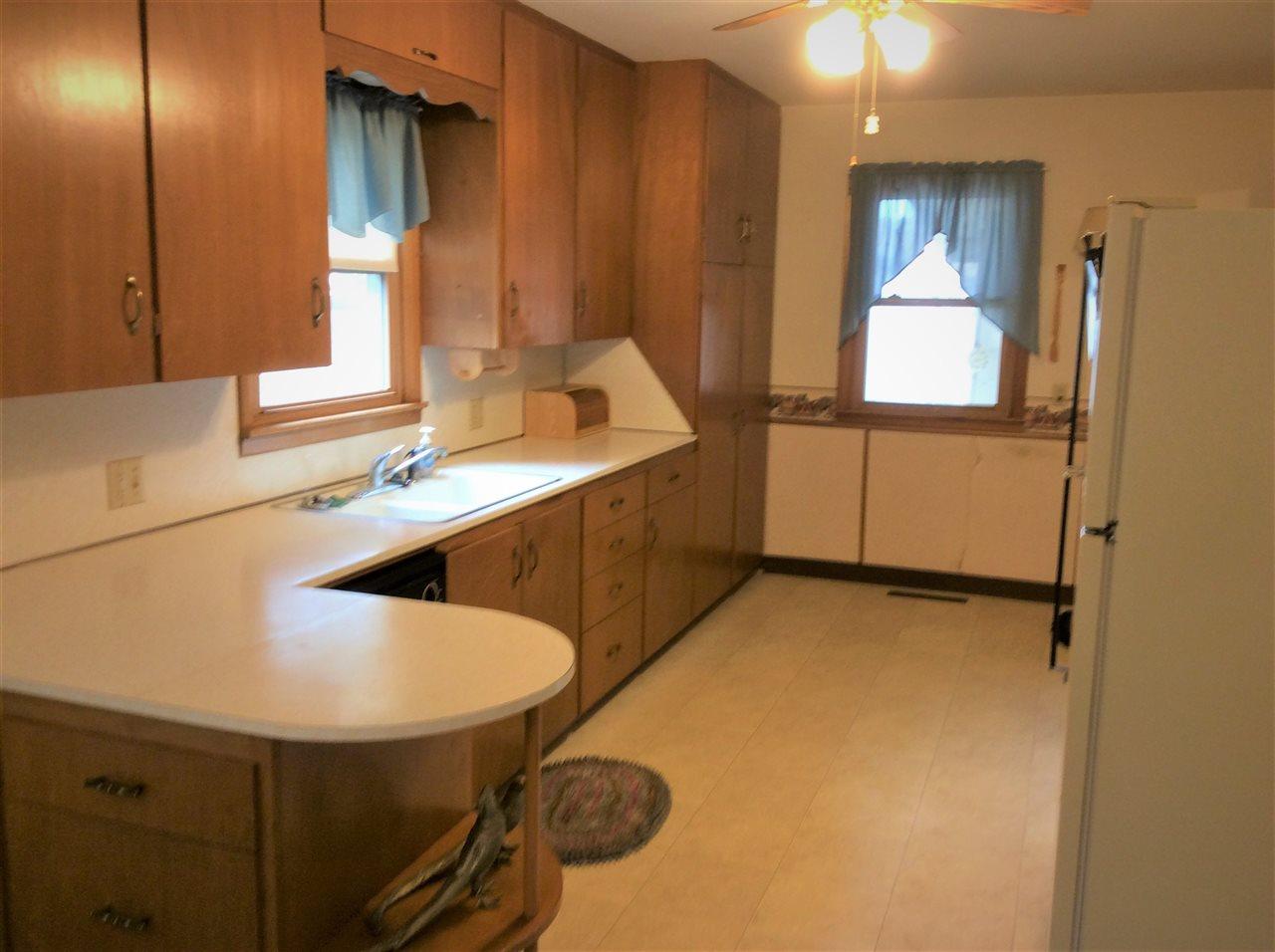 103 N SEDGWICK ST, HAVEN, KS 67543  Photo 2