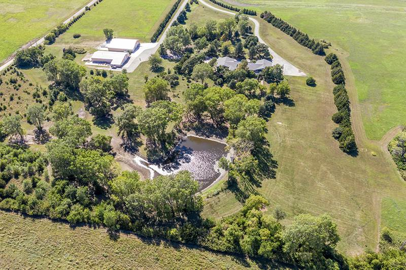 Only 40 minutes from Wichita! Welcome to Rolling Hills Oasis!  Quiet, secluded and spacious perfectl