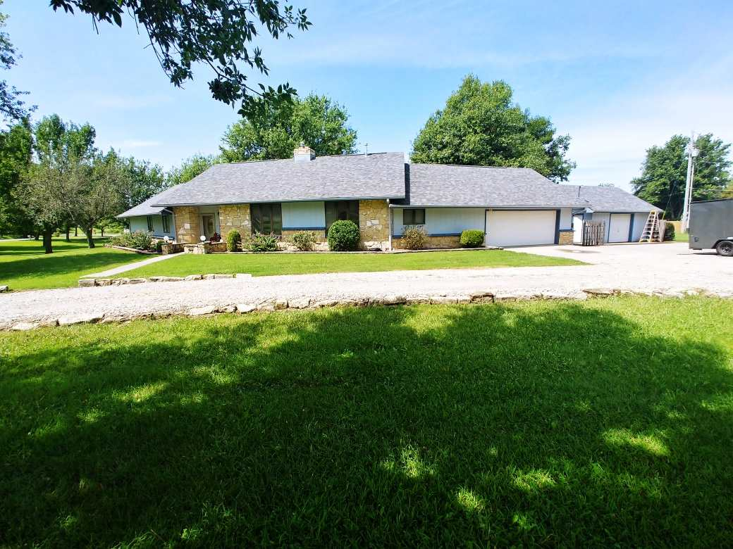 Drive down the private circle drive to this Parkerfield ranch and you will feel right at home! Spaci