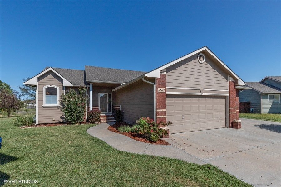 2629 N EDGEMOOR Dr, Wichita, KS, 67220