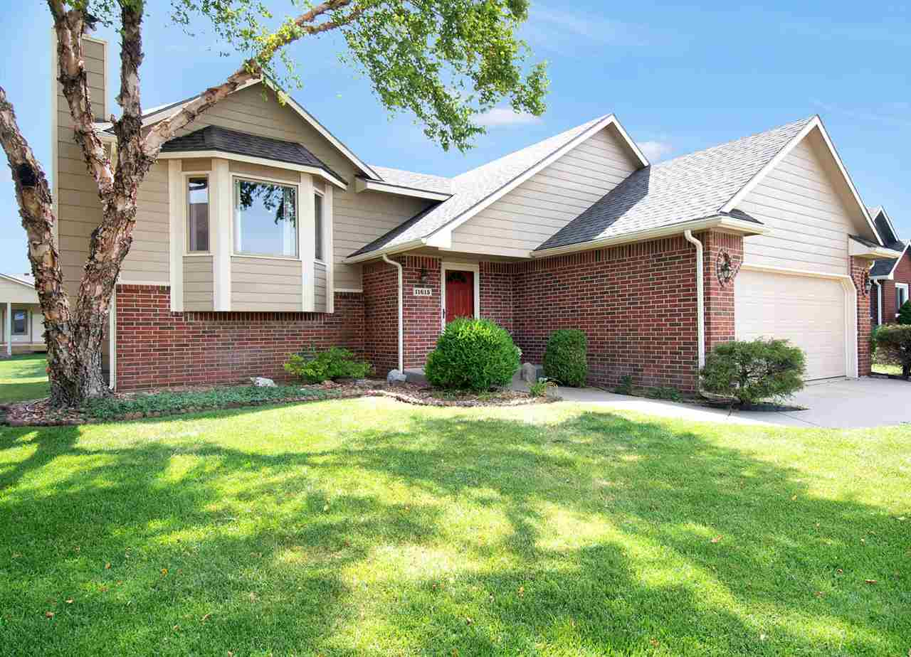 Welcome home to your perfect Bi Level family home located in a established neighborhood! This lovely