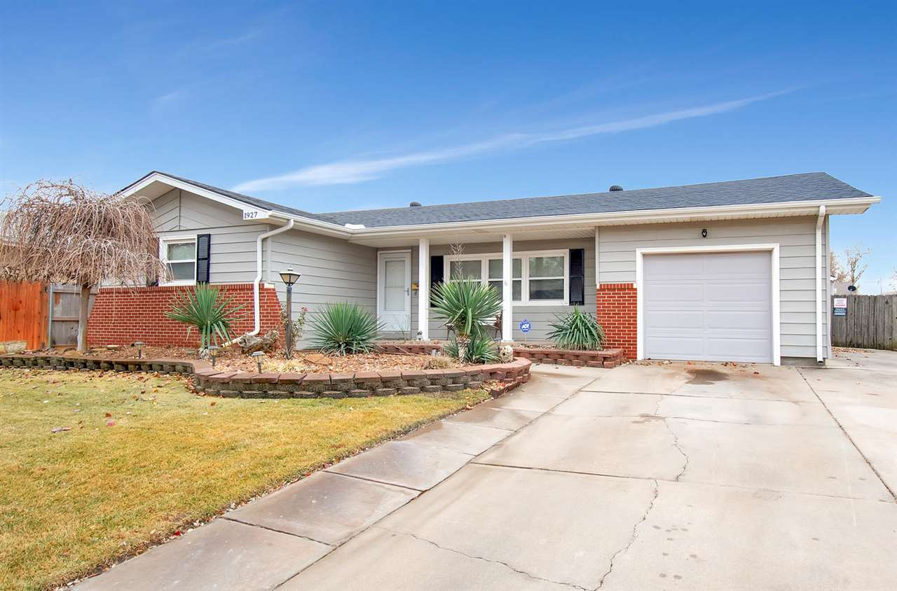 Very well maintained home, located in a mature neighborhood.  3 bedrooms, 1 1/2 baths, main floor la