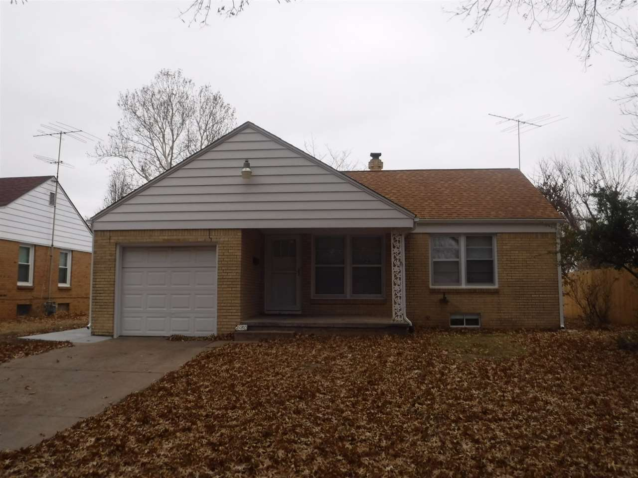 Move in ready gem!  This home located just off Oliver and Just North of MT. Vernon is less than 5 mi