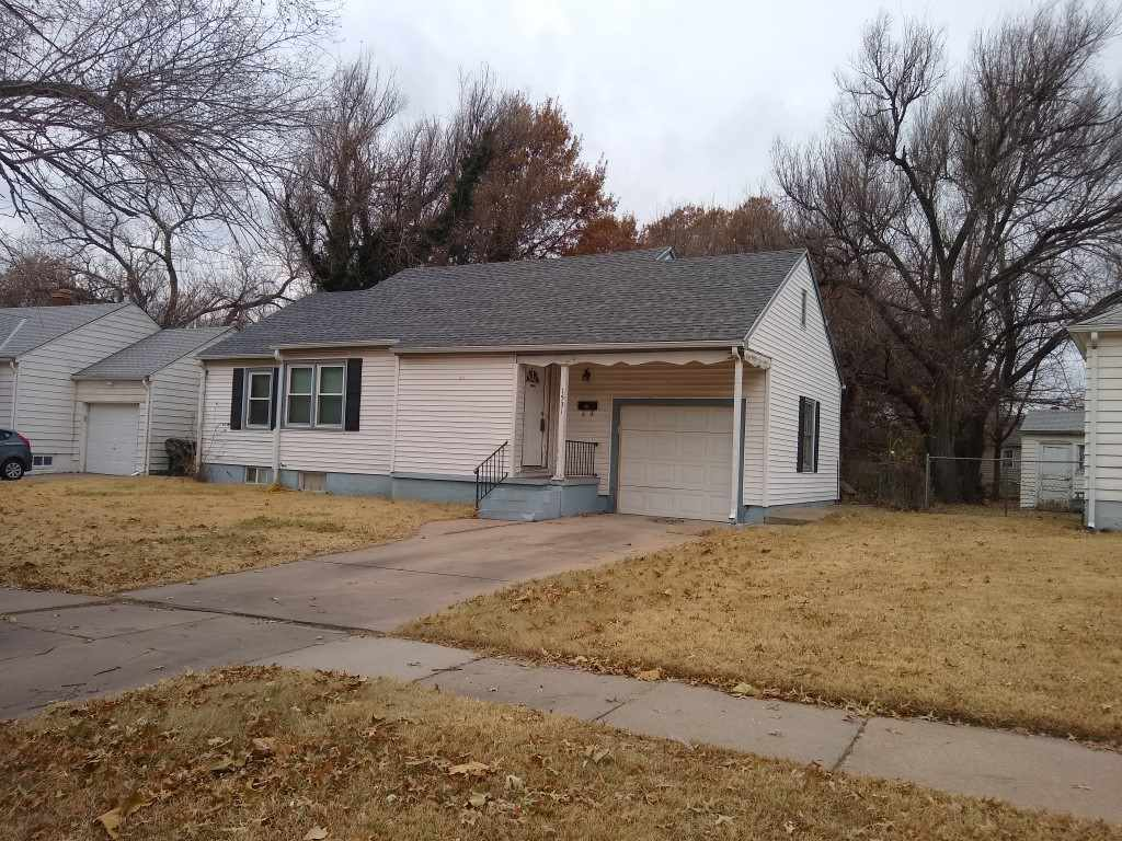 3 bedroom ranch with 1 car garage with new windows throughout. This is a good home for an investor o