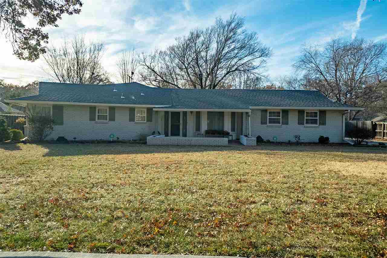 ONSITE REAL ESTATE AUCTION ON DECEMBER 14TH AT 4:00 PM. CLEAR TITLE AT CLOSING, NO BACK TAXES, PREVI
