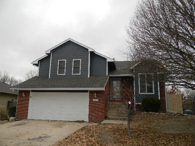 5 bedroom 3 bath home located in a well established neighborhood and situated on a quiet cul-de-sac.