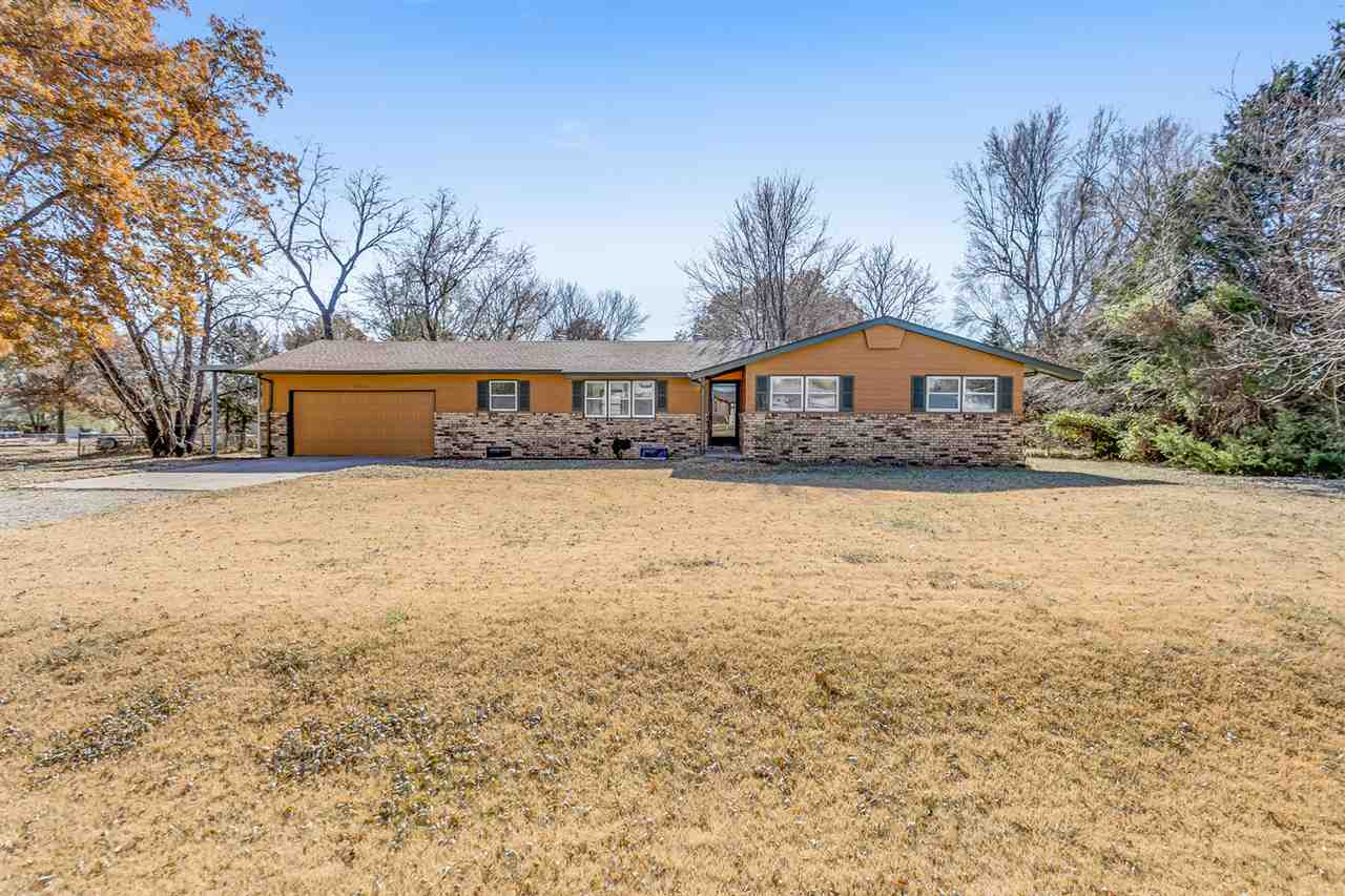 WEST WICHITA RANCH IN THE COVETED GODDARD SCHOOL DISTRICT. THIS WELL MAINTAINED HOME SITS ON .57 ACR
