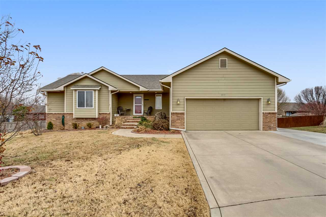 Welcome home to 514 Scott Augusta, Ks. Located on a quiet cul-de-sac lot in County Hills Addition wi