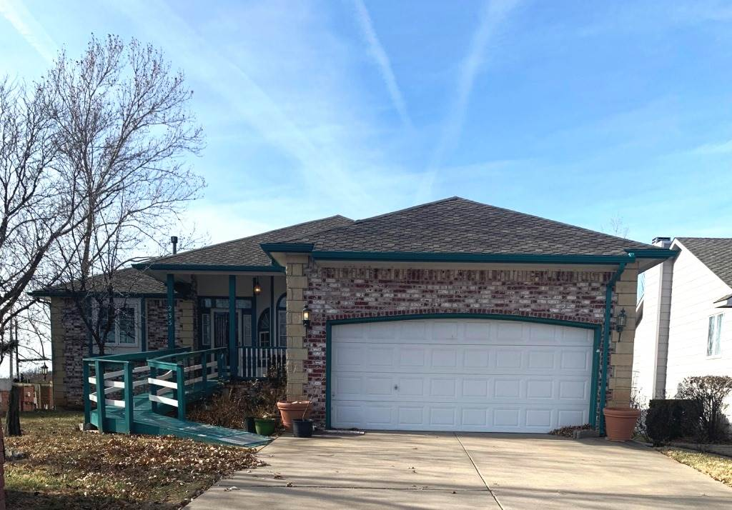 Waterview, walkout, large kitchen with pullout cabinets, main floor laundry, great deck overlooking