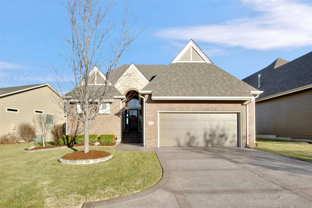 Welcome home to this immaculately-maintained 3bed/3.5bath/2car patio home overlooking the driving ra