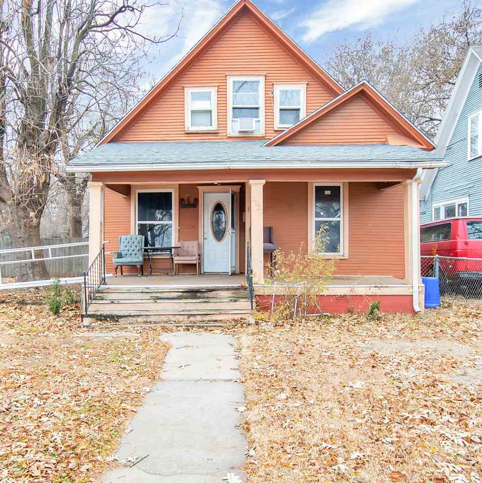 AFFORDABLE ... COZY ... CASH FLOW OR KEEP YOURSELF   This one's a well priced home ready for you to