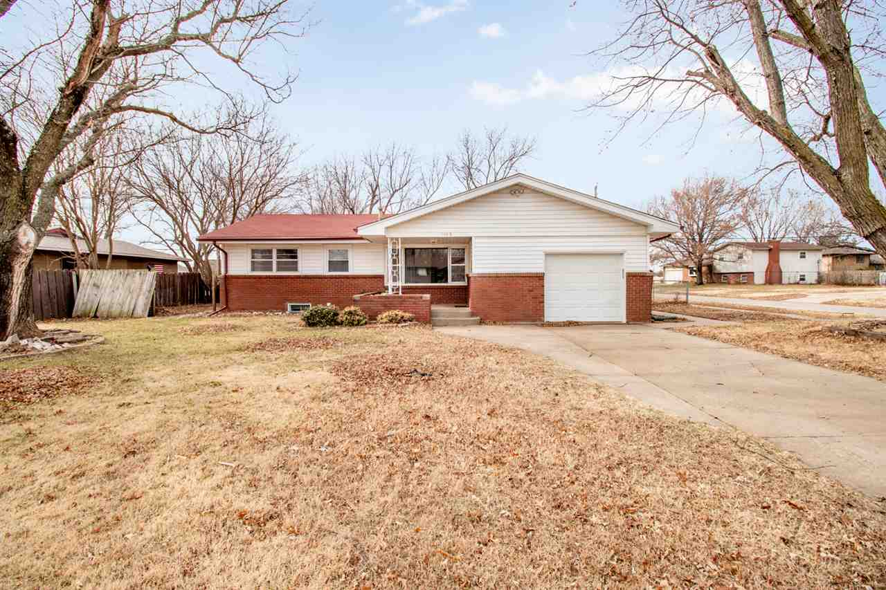 Come see this fantastic 3 bedroom home in west Wichita! Located on a corner lot and within walking d