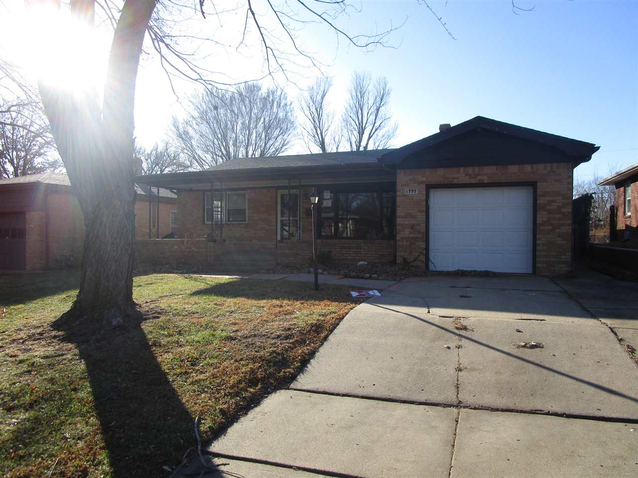 **FHA $100 Down Program Available For Eligible Buyers** Charming full brick ranch style home. Boasti