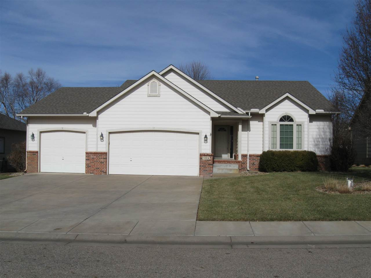 This beautiful ranch home has an open floor plan and is in a nice, well established neighborhood on
