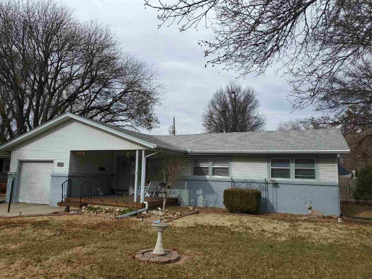 Welcome to this well maintained 3 bedroom, 1.5 bath home in the established area of NW Wichita. Newe
