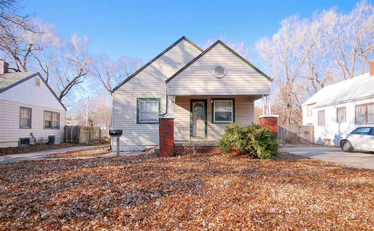 Quaint 3 bed 1 bath bungalow in the heart of Wichita. Ideal for investors - tons of potential, only