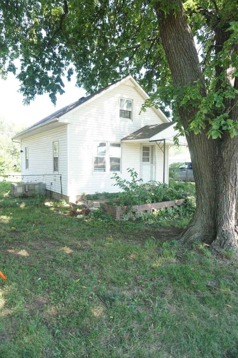 Two bedroom, one bath,located on about 1/3 acre. There is a single car garage, a workshop and a yard shed. Currently rented out for $450 per month. Tenants request 24 hour notice for showings.