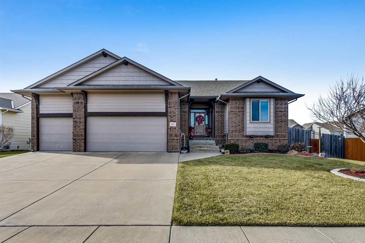 This immaculate home has great finishes throughout and is move in ready...don't miss out! Main floor
