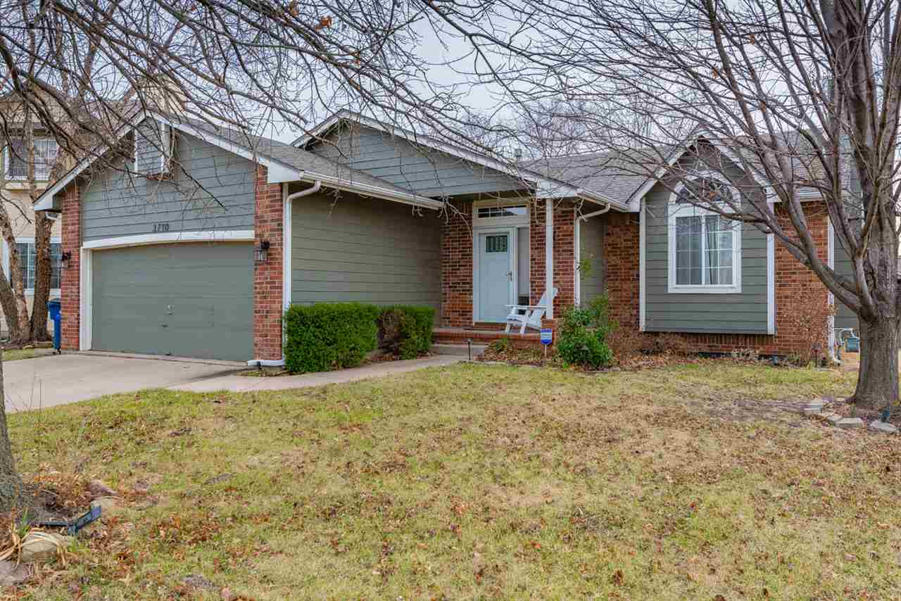 Beautiful and well kept home nestled in Northeast Wichita. Open floor plan with an incredibly classy