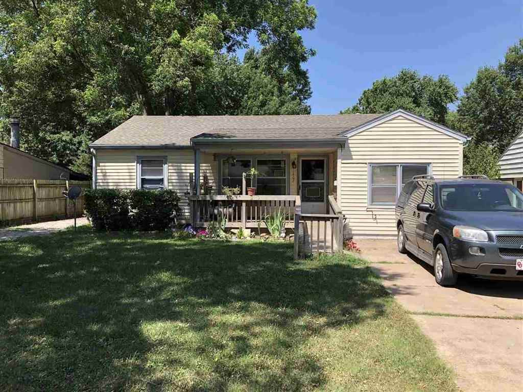 Great starter home in a great neighborhood close to grade school. New vinyl siding, Roof, central heat and air installed in 2010.