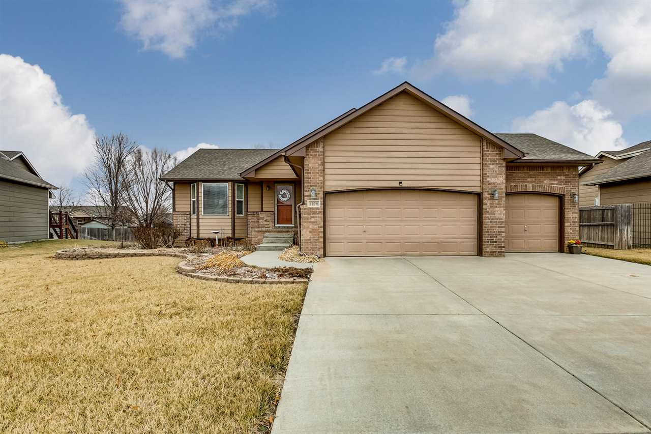 Great neighborhood in popular Goddard Eisenhower/Explorer Schools.  Open floor plan in cul de sac wi