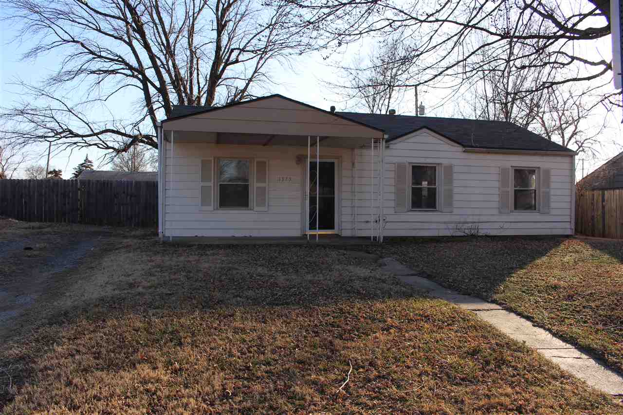 ***NEW CARPET WILL BE INSTALLED PRIOR TO CLOSING*** Take a look at this great starter home! This hom