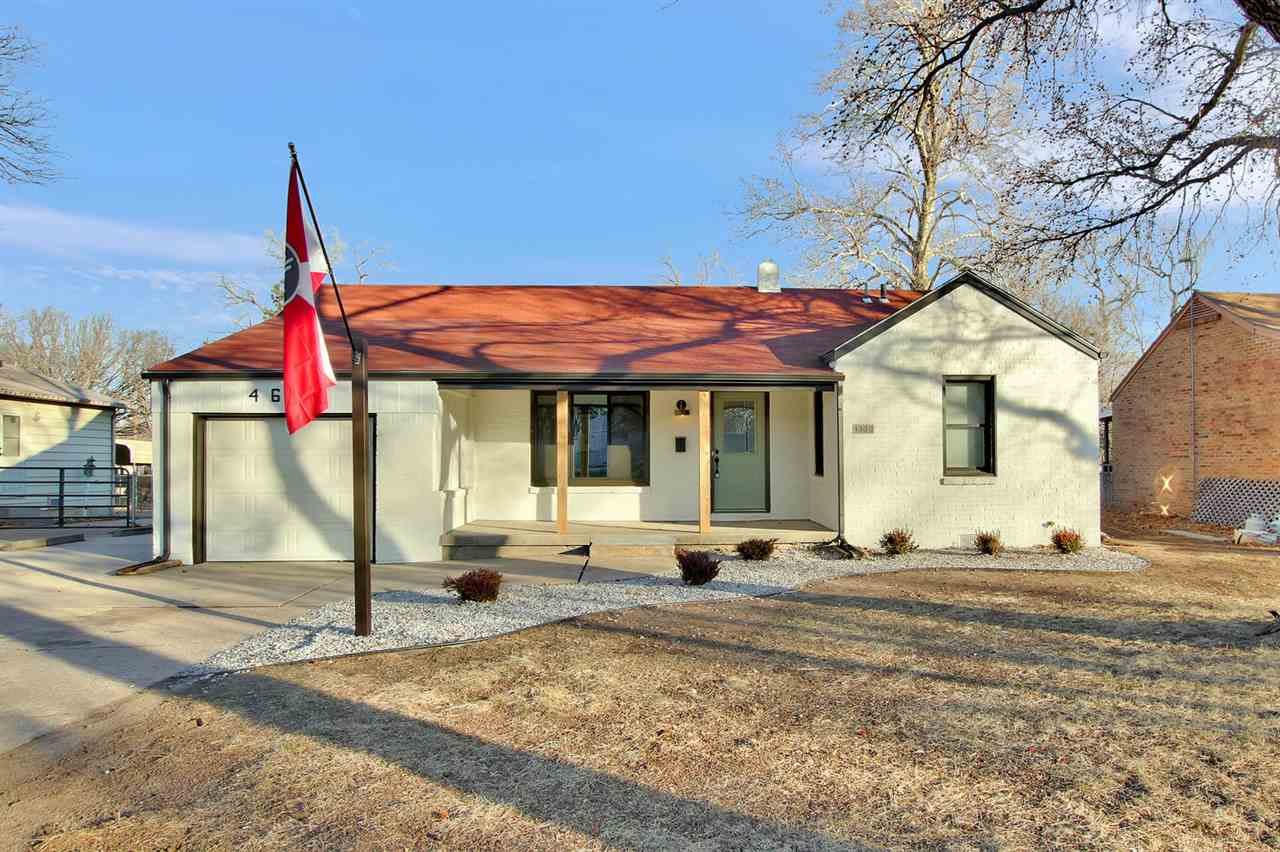 Welcome to this quaint and updated home in Meadowlark Addition! This home features hardwood flooring