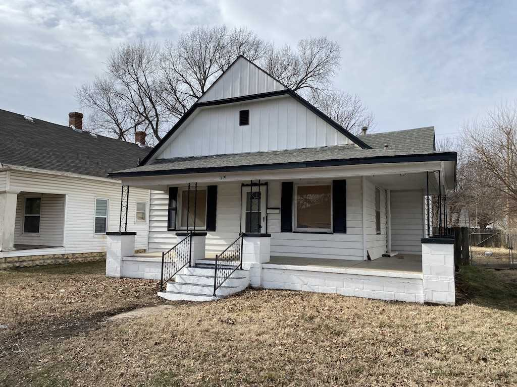 Enjoy this 3 bed, 1 bath home close to the heart of Wichita. Gorgeous wood floors around the home, n