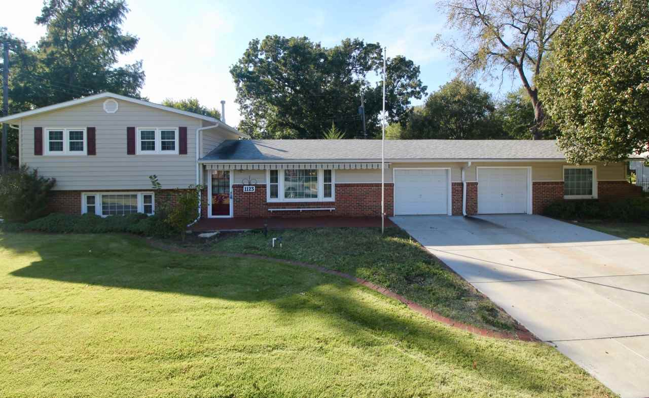 Extremely well-kept 4 bed, 1 bath home at 1123 N Acadia in Wichita. This home offers efficient livin