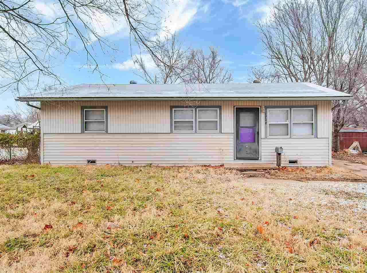 Fantastic home located near Pawnee and Seneca Streets, with easy access to I-235, major employers, s