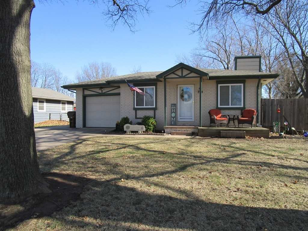 Your gonna love this move in ready ranch home with 2 bedrooms and 2 full baths. This home has been w