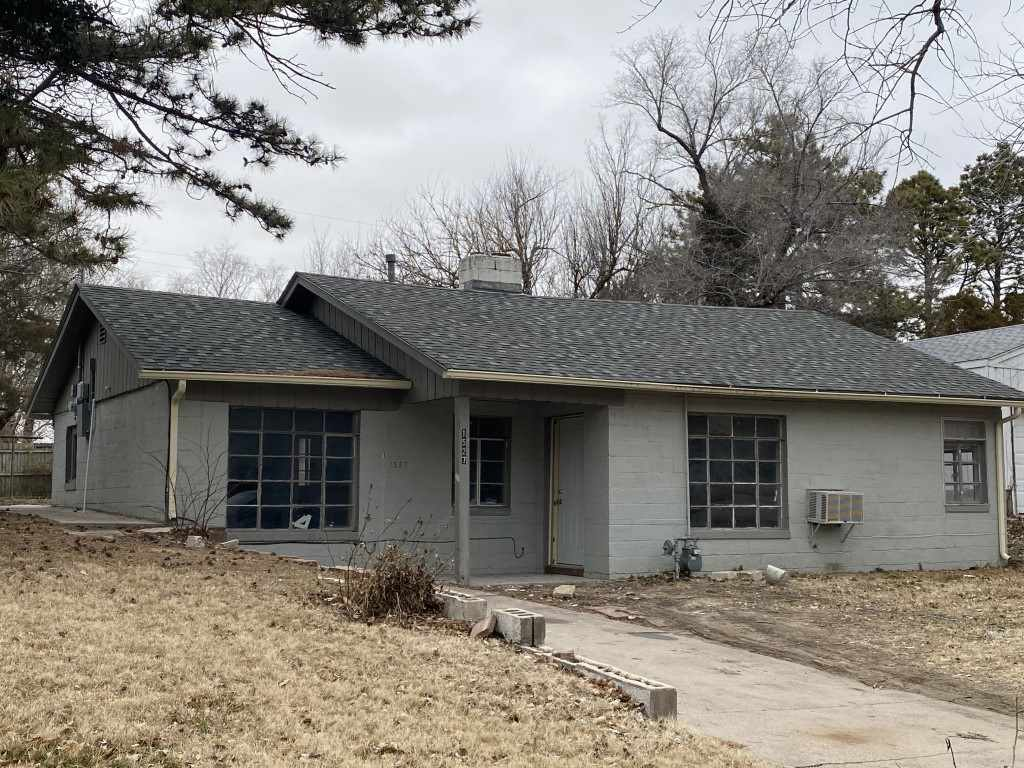 As is!!!No repairs by seller. This property is in need of much work. Mold roof issues, cracked slab. It is an investor project. Cash only!