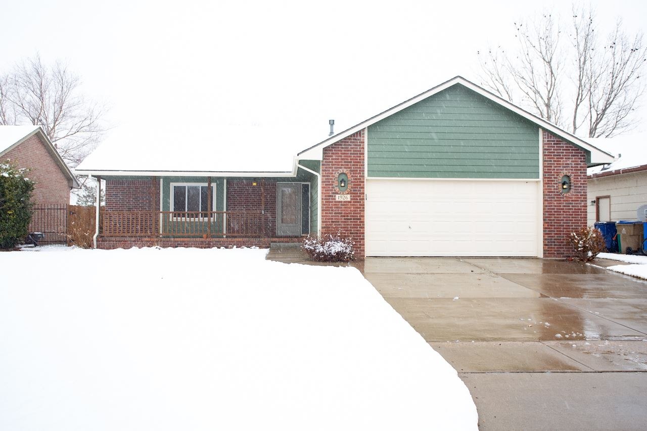 !! Wow !! Darling ranch home located in the very desirable Maize school district. This home features