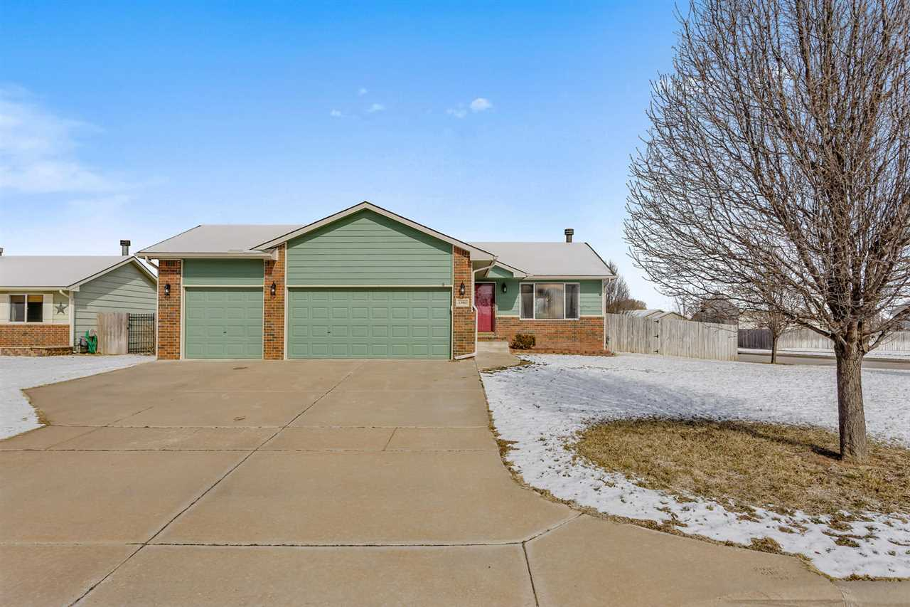 What a gem!  Don't miss your chance on this home located in the Maize schools!  This move-in ready 3