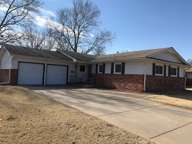 3 bedroom 1 1/2 bath ranch with brick and permanent siding and upgraded vinyl windows. Kitchen appli
