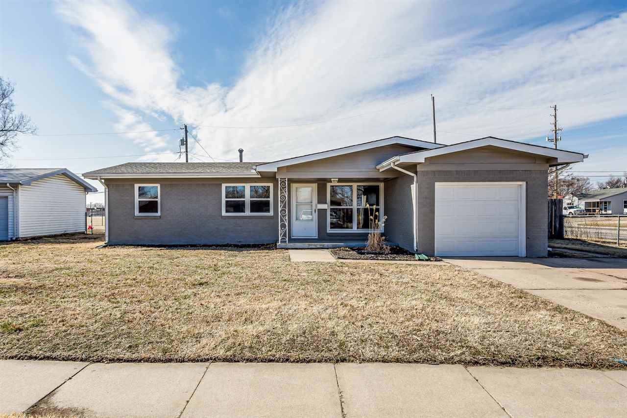 Beautifully updated 3 bedroom, 1 bathroom home in Southwest Wichita close to shopping, dining and hi