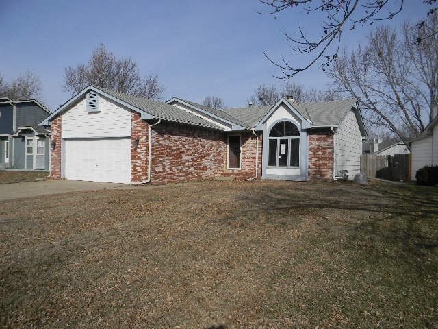 Great family home with main floor laundry! A must see master bedroom with 2 walk-in closets! Large b
