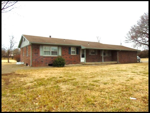 Here's your chance for great county living, just right outside of Clearwater. Totally remodeled, all