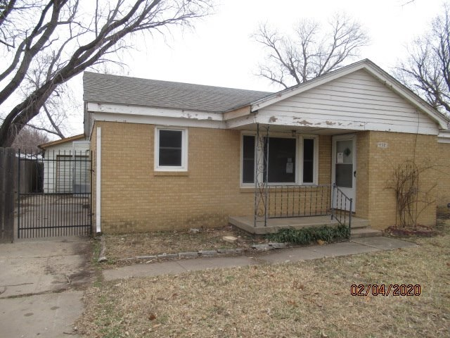 Great first time buyer or investment property.  All brick home with 3 bedrooms 1 bathroom with a fen