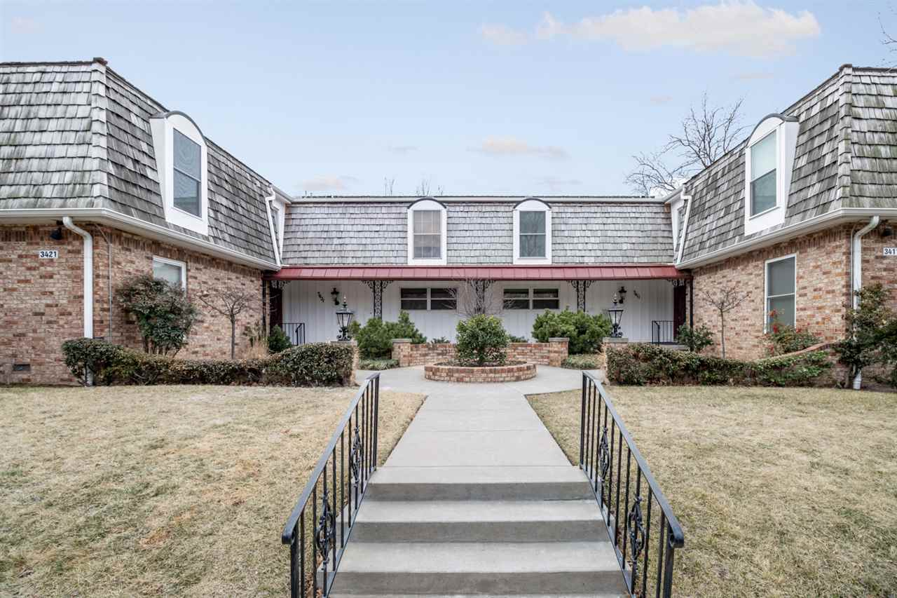 Looking for a quiet condo situated within the mature trees and brick streets of College Hill?  You'v