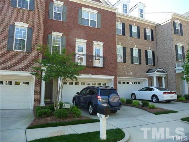This 3 level townhome has an open main level which is designed for entertaining. It features built-in bookshelves and hardwoods throughout. Gourmet kitchen features gas downdraft cooktop, island and built-in microwave and oven. MBR features spa bath and 10 foot ceilings. Lower level with full bath makes an EXCELLENT media room or guest.