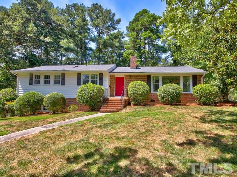 Photo of home for sale at 410 Longleaf Drive, Chapel Hill NC