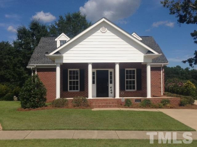 Photo of home for sale at 649 Walapai Drive, Fuquay Varina NC