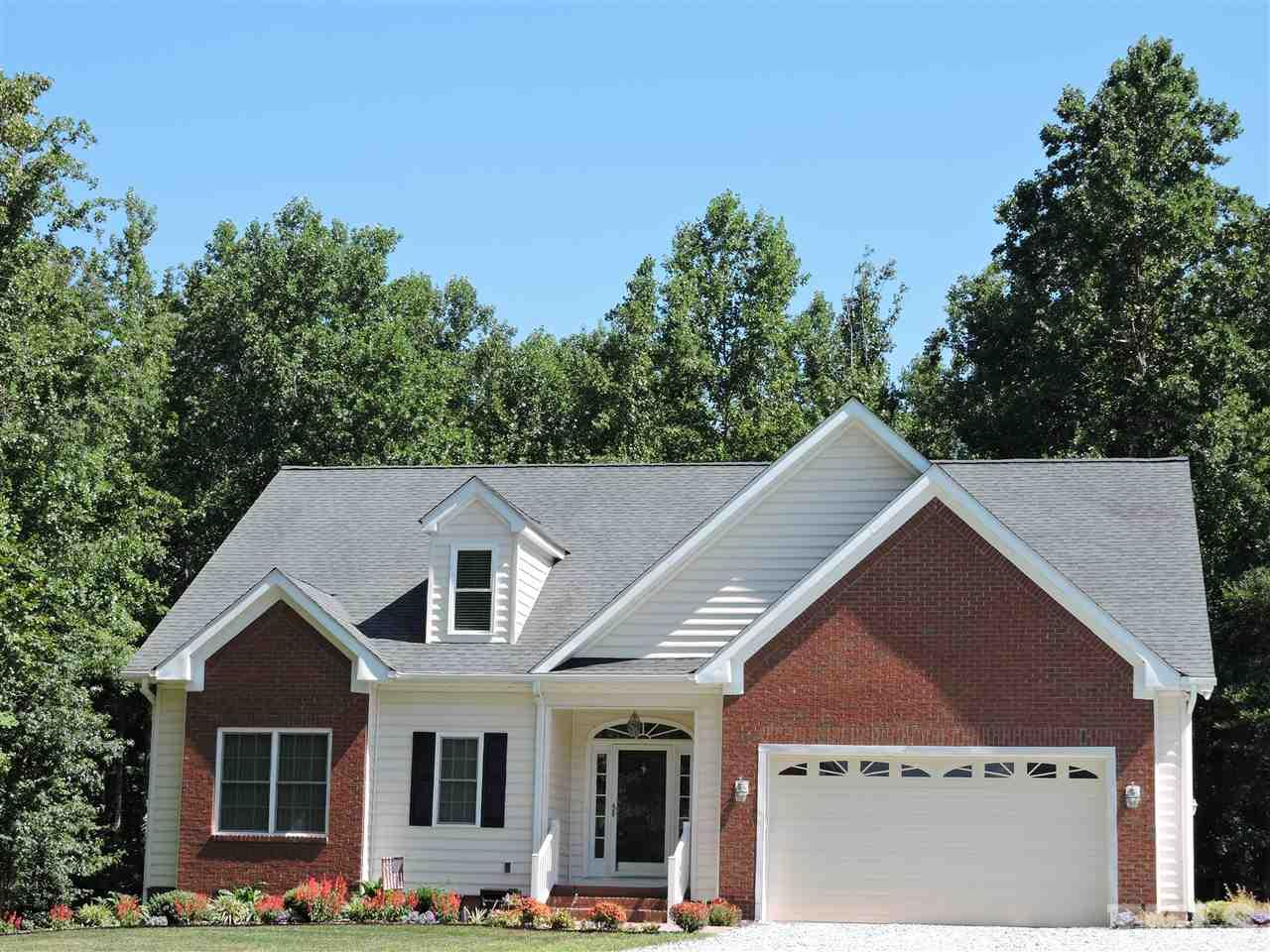 Photo of home for sale at 1290 Bessie Daniel Road, Roxboro NC