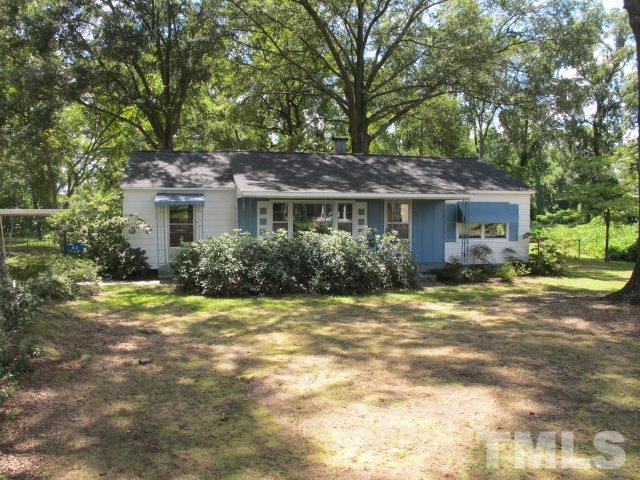 Photo of home for sale at 82 Porch Swing Lane, Fuquay Varina NC