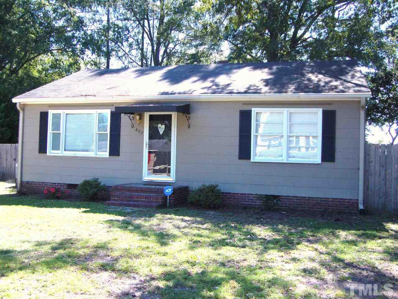 Photo of home for sale at 607 Ellis Avenue S, Dunn NC