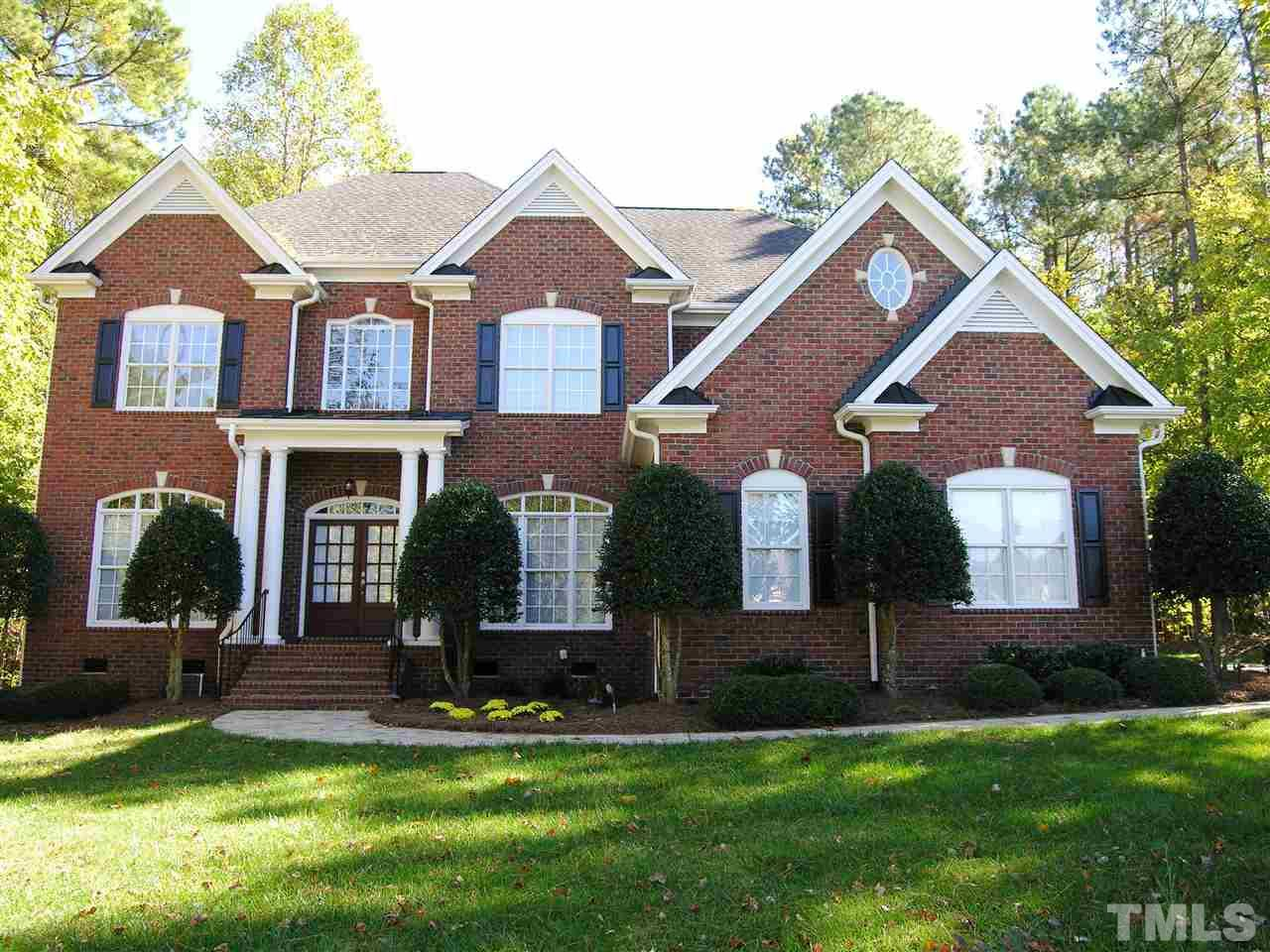 Photo of home for sale at 300 Settlecroft Lane, Holly Springs NC