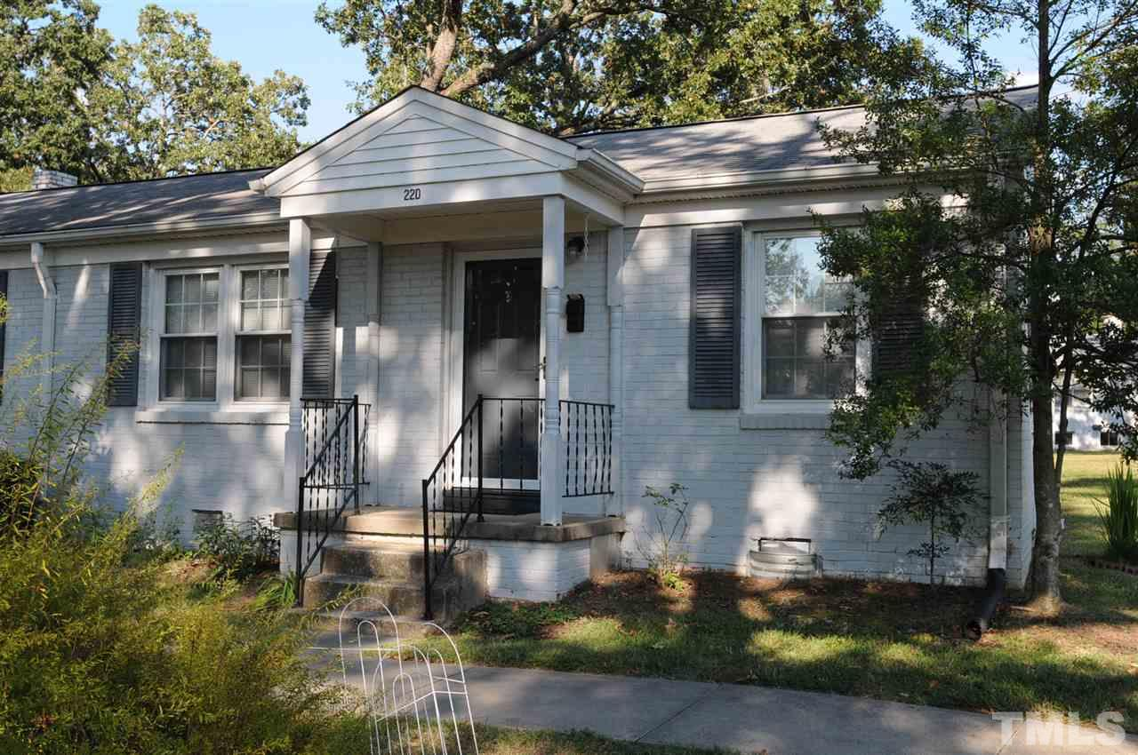 Photo of home for sale at 1700 Roslyn Drive, Burlington NC