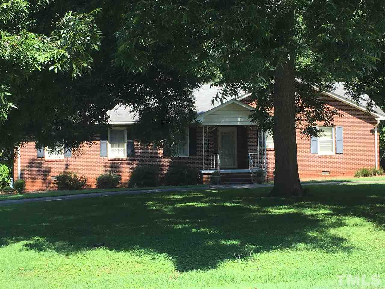 Photo of home for sale at 1656 Parker Lane, Henderson NC