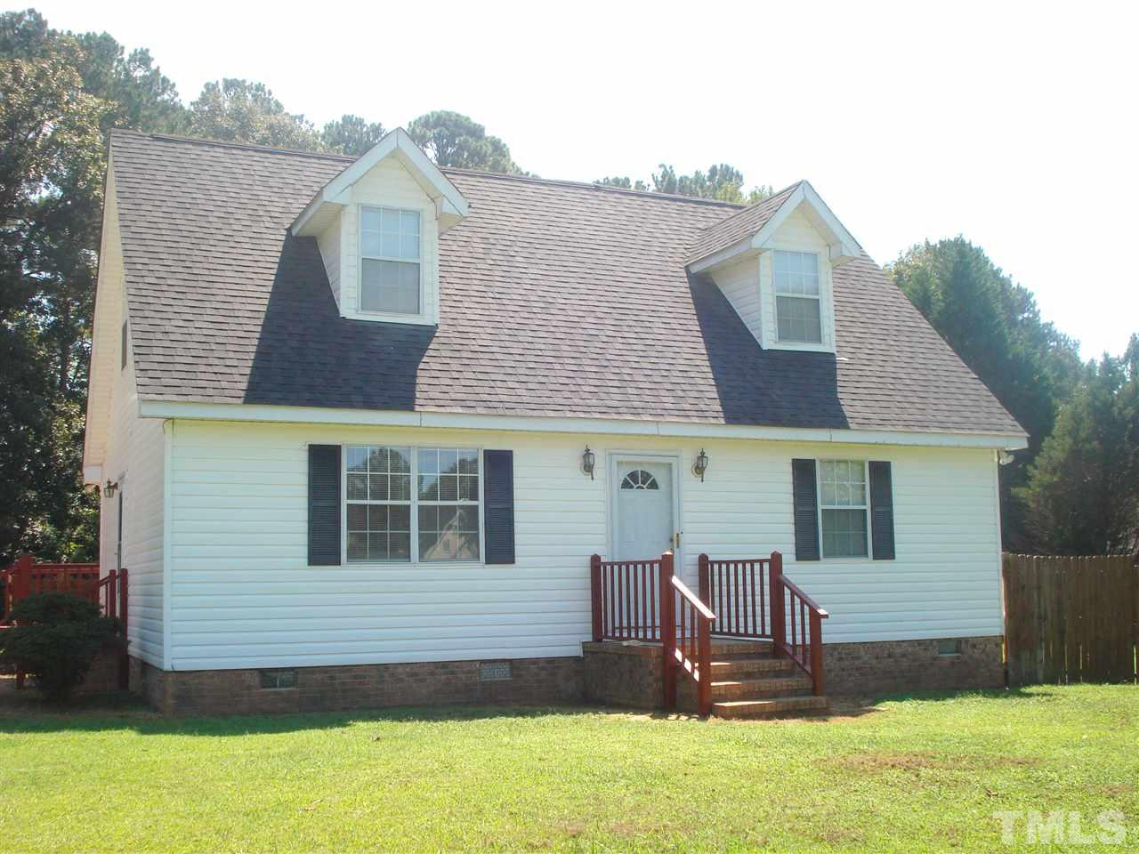Photo of home for sale at 2701 Les Paul Lane, Apex NC
